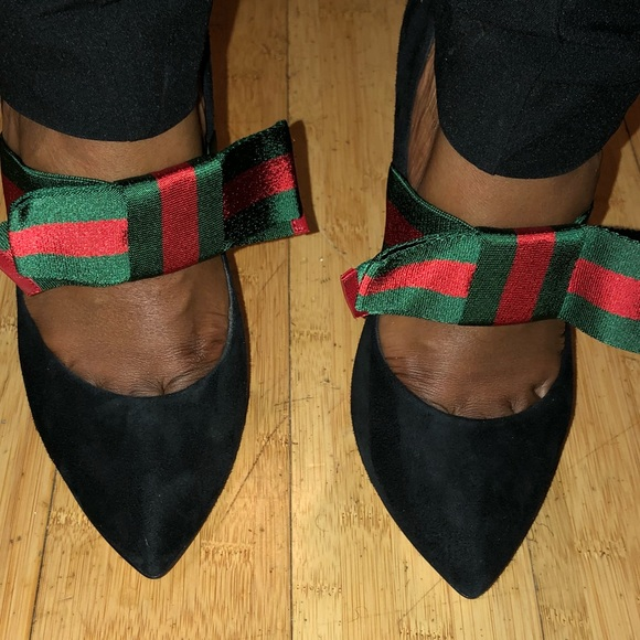 bb28d79f122 Brand New Gucci Pump with removable bow